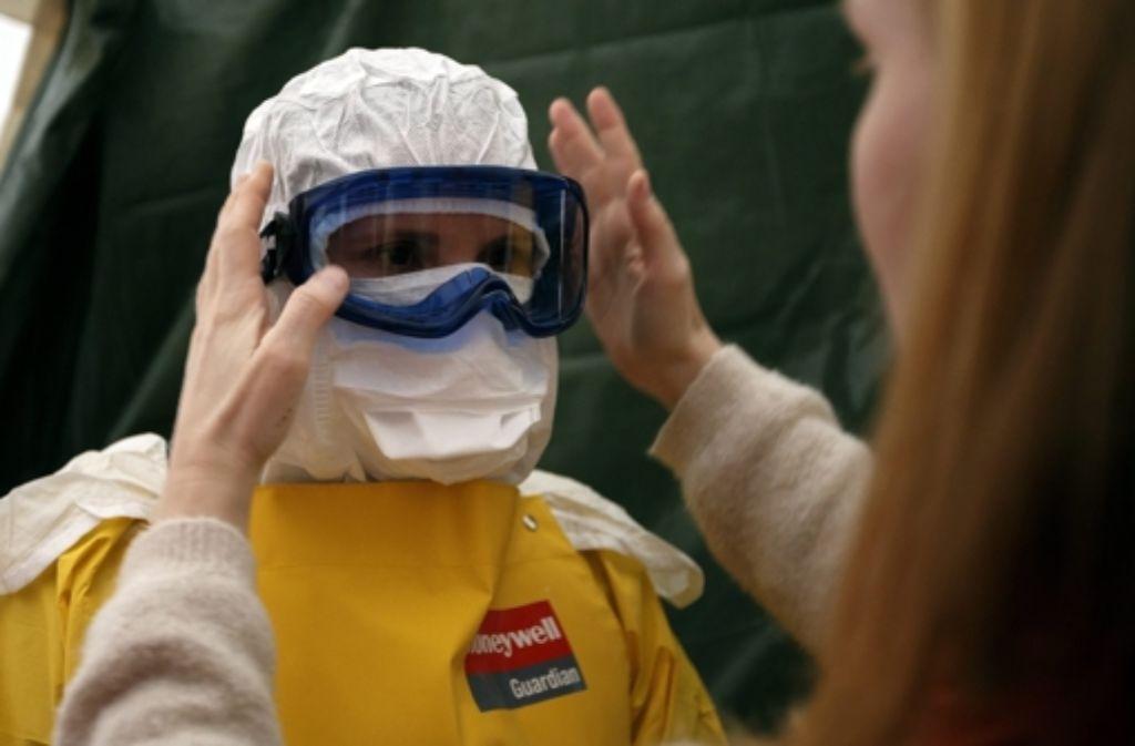 Eine Ebola-Übung von Ärzte ohne Grenzen Foto: dpa