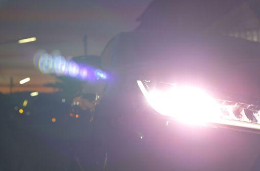 Unbekannter blendet Smart-Fahrer mit Fernlicht