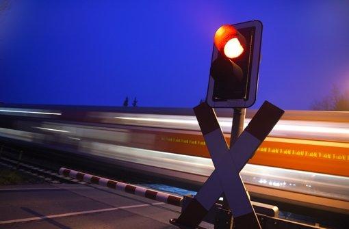 Bahn rammt Auto, 15-Jährige stirbt