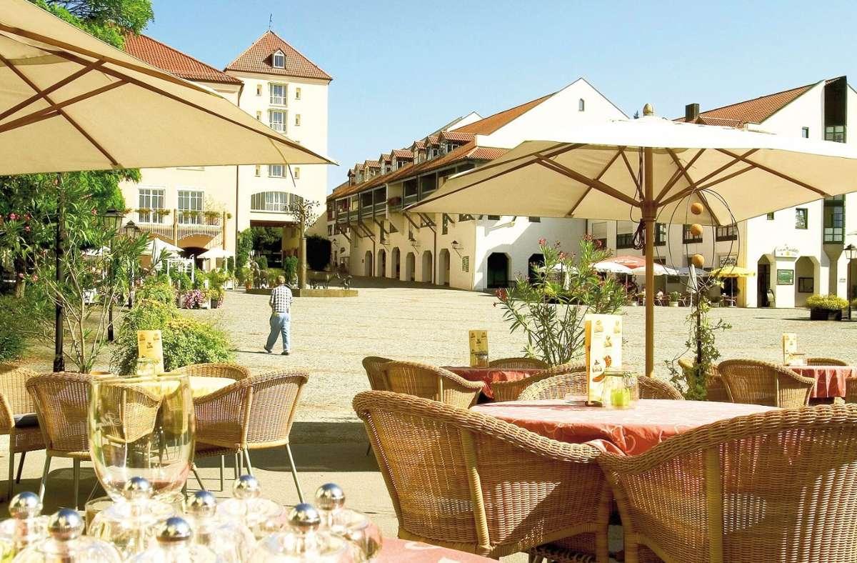 Zahlreiche Restaurants, Cafés, Bars und Bistros laden zum gemütlichen Verweilen ein. Foto: Gäste- & Kur-Service Bad Griesbach