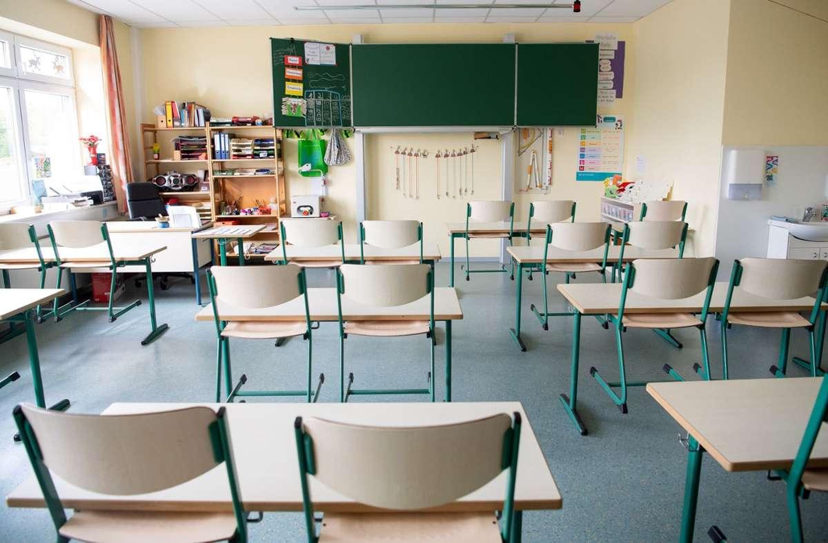 Die Klassenzimmer  werden vorerst wohl leer bleiben. Foto: dpa/Sina Schuldt