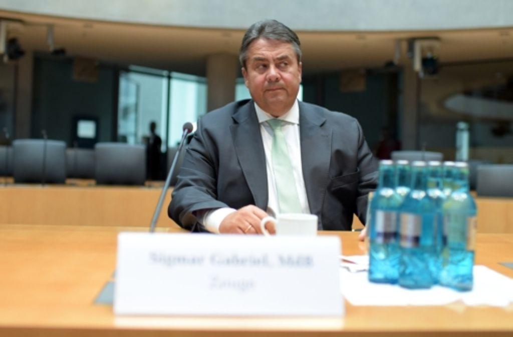 SPD-Parteichef Sigmar Gabriel konnte vor dem Edathy-Untersuchungsausschuss die Ungereimtheiten rund um den Fall Edathy nicht auflösen. Foto: dpa