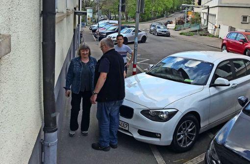 Stuttgarter wollen den Gehweg zurückerobern