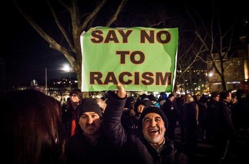 Im Januar sind schon einmal Pegida-Gegner in der Landeshauptstadt auf die Straße gekommen. Rund 8000 Menschen nahmen damals teil. Foto: Lichtgut/Achim Zweygarth