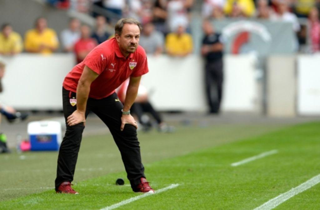 Trainer Alexander Zorniger will den VfB Stuttgart in eine erfolgreiche Saison 2015/2016 führen. Foto: dpa