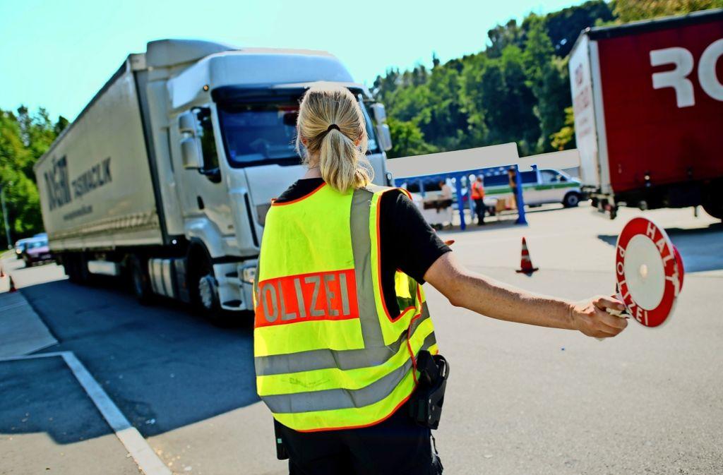Zu wenige Kontrollen von Lastwagen und fehlerhafte Ergebnisse rügt der Bundesrechnungshof. Foto: dpa