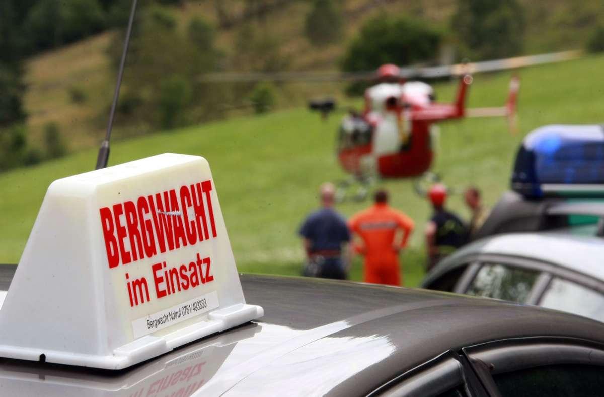 Der verunglückte Kletterer wurde von der Bergwacht schwer verletzt geborgen. Zum Abtransport war auch ein Rettungshubschrauber im Einsatz (Symbolbild). Foto: dpa/Patrick Seeger