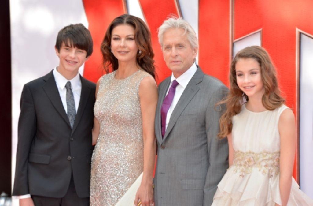Catherine Zeta-Jones und Michael Douglas mit ihren Kindern Dylan und Carys bei der Europa-Premiere von Ant-Man. Foto: Getty Images Europe