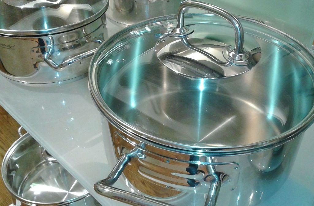 1. Mit Deckel kochen: Um das permanente Entweichen von Hitze zu vermeiden, sollte man immer mit Deckel kochen. Mit Deckel kann man außerdem die Temperatur der Herdplatte reduzieren. Mit Schnellkochtöpfen lassen sich sogar 50 Prozent Energie sparen! Glasdeckel vermeiden, dass man den Deckel während des Kochens unnötig anhebt – und so Energie verloren geht. Auch lohnt es sich, den Herd fünf Minuten vor dem Ende der Garzeit auszuschalten. So wird das Essen gar und die Restwärme verfliegt nicht ungenutzt. Foto: Pixabay