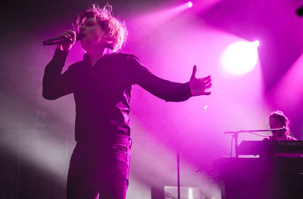 Der Sänger Philipp Poisel hat kein Smartphone – und fühlt sich offenbar gut damit. Foto: Lichtgut/Julian Rettig