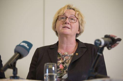 Grünen-Fraktionschef Schwarz verteidigt Ministerin Bauer