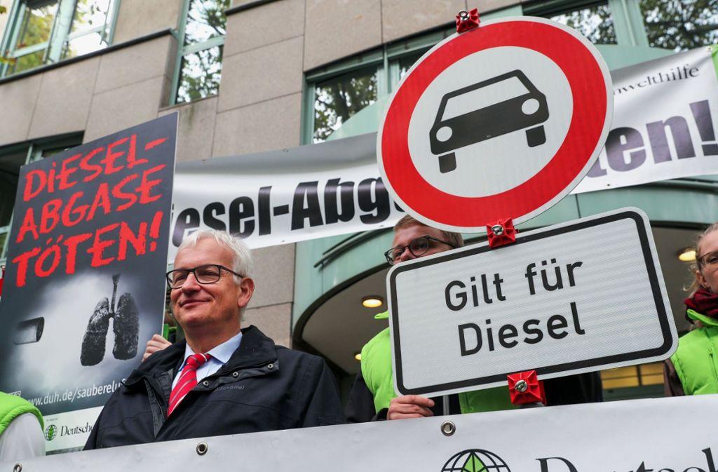Der Bundesgerichtshof hat die Klageaktivitäten der DUH und ihres Geschäftsführers, Jürgen Resch (links), unter die Lupe genommen. Foto: ZB