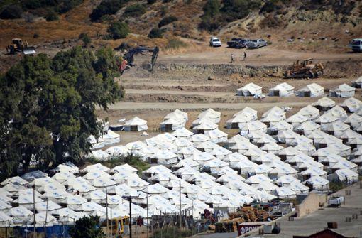 Rund 1200 Migranten im neuen Lesbos-Lager –  Seehofer übt Kritik