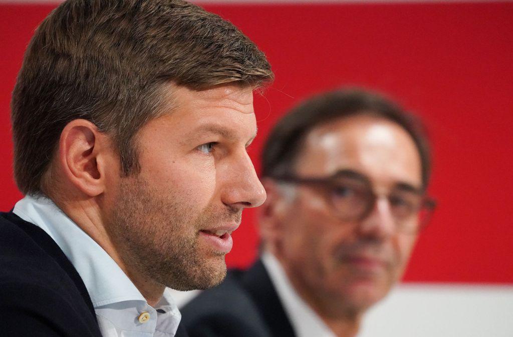 Hitzlsperger (li.) neben Interimspräsident Bernd Gaiser Foto: Baumann