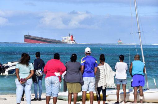 Frachter verliert Öl –  Umweltkatastrophe droht