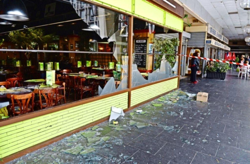 Ein Restaurant im Pariser Vorort Sarcelles ist von einem propalästinensischen Mob verwüstet worden. Foto: AFP