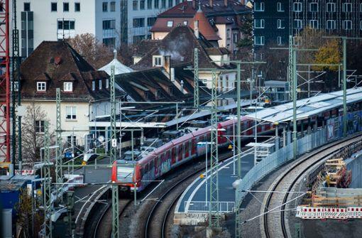 Frischer Anstrich soll Bahnhöfe attraktiver machen