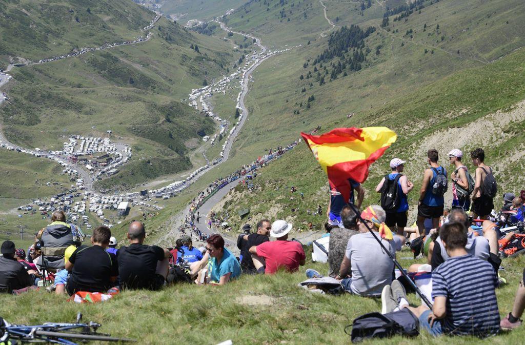 Die Zuschauer mach das besondere Flair der Tour de France aus, doch aus Sicht von Ralph Denk sind sie nicht zwingender Bestandteil des Wettbewerbs. Foto: imago//Vincent Kalut