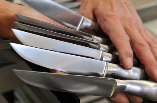 Unbekannter stellt Messer-Falle auf