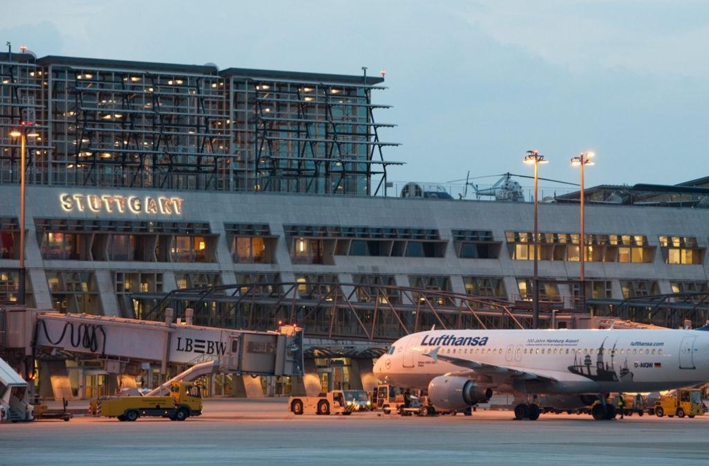 Von 13 bis 16 Uhr am Samstag wird am Stuttgarter Flughafen ein Notfall-Szenario geprobt. Foto: dpa
