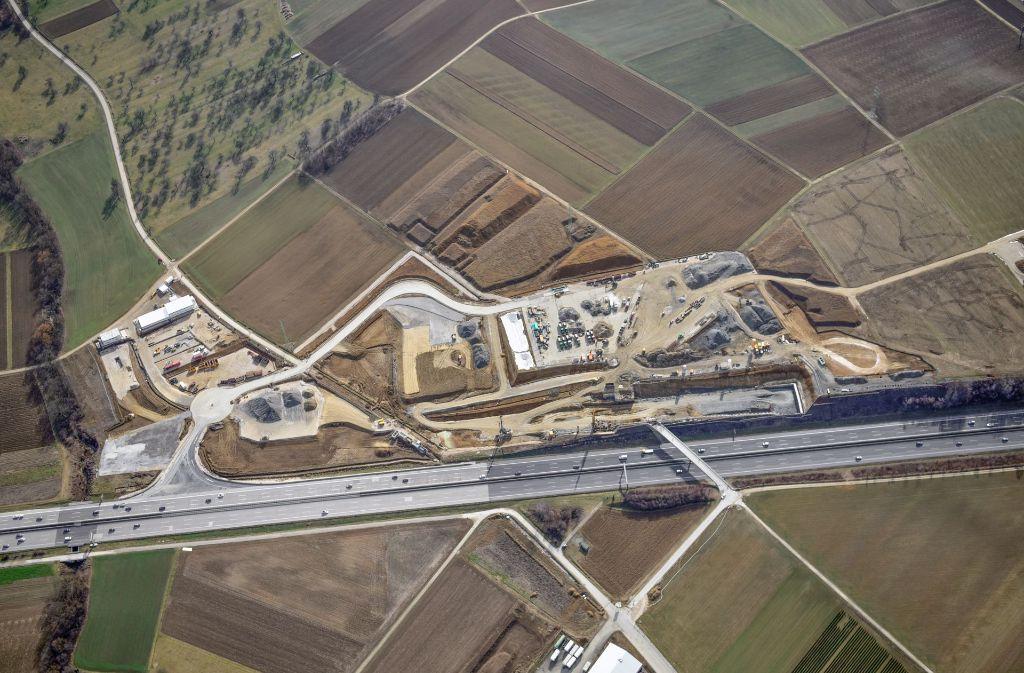 Die große S21-Baustelle bei Kirchheim trägt bei der Bahn den Namen Westportal Albvorlandtunnel.  Foto: Deutsche Bahn