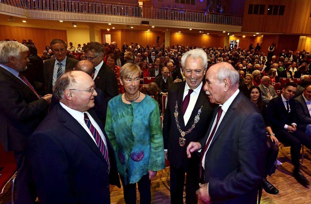 Letztmalig tagte der Gemeinderat im November 2017 zum Abschied von Oberbürgermeister Bernhard  Schuler (Zweiter von rechts) in der Stadthalle. Foto: /factum /Simon granville