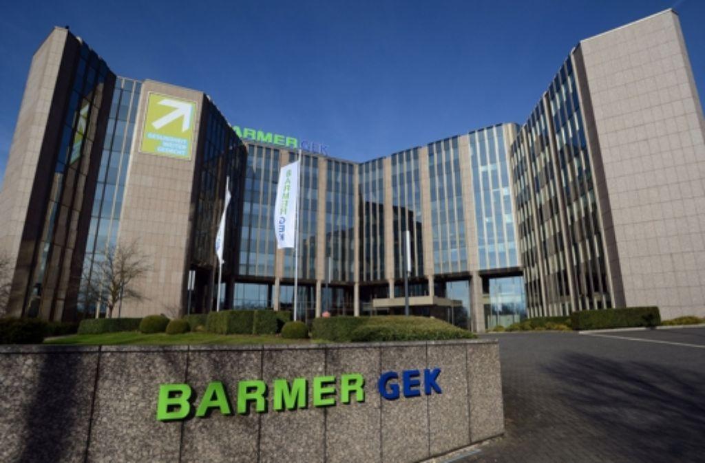 Die Barmer GEK – hier ihre Zentrale in Wuppertal –  erhofft sich von einem Zusammengehen mit  der Deutschen BKK eine bessere Marktposition. Foto: dpa