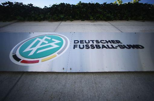 Seit 1990 ist MercedesBenz Generalsponsor beim DFB. Nun bewirbt sich auch Volkswagen darum. Foto: Bongarts