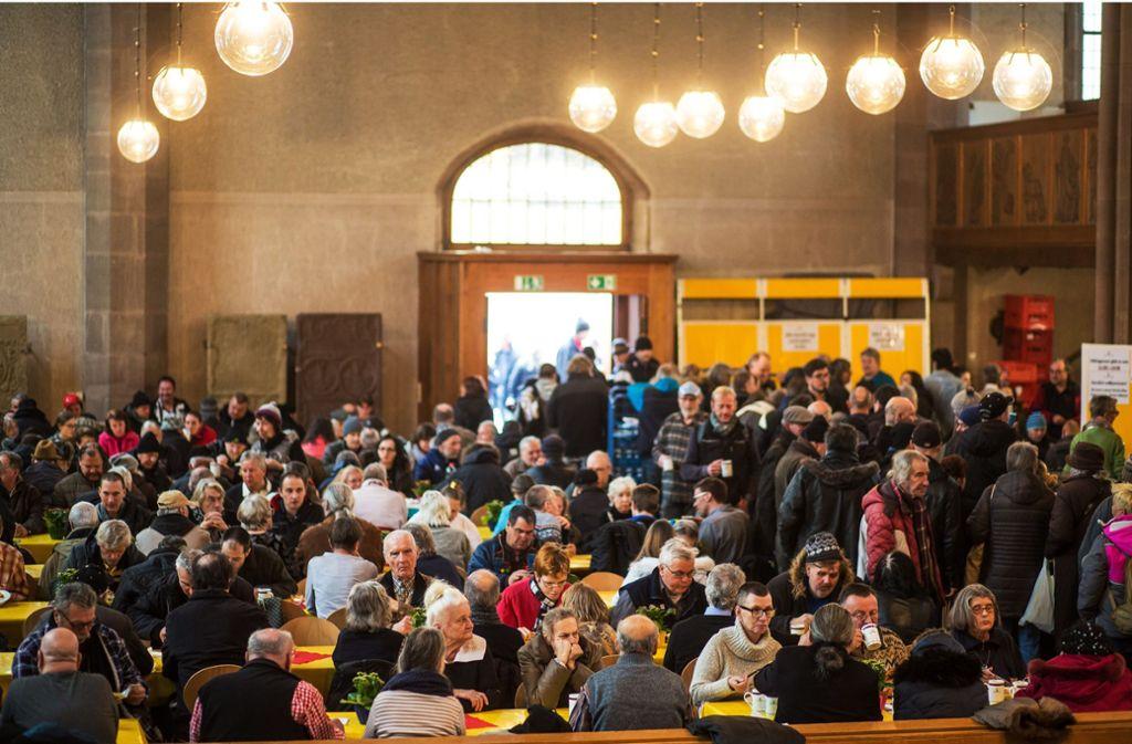 Anlaufstelle für Bedürftige: die Stuttgarter Leonhardskirche, die regelmäßg zur Vesperkirche   wird. Foto: Lichtgut