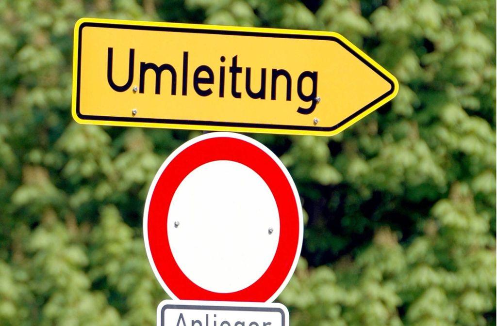 An der Heinestraße ist eine Umleitung ausgeschildert. Foto: Imago (Symbolbild)