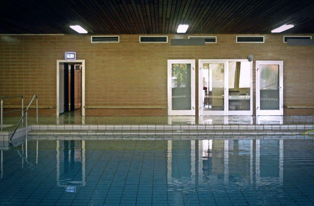 Ruhe vor dem möglichen Sturm eines Bürgerentscheids: über die Zukunft der  Lehrschwimmhalle wird hart gerungen. Foto: factum/Archiv