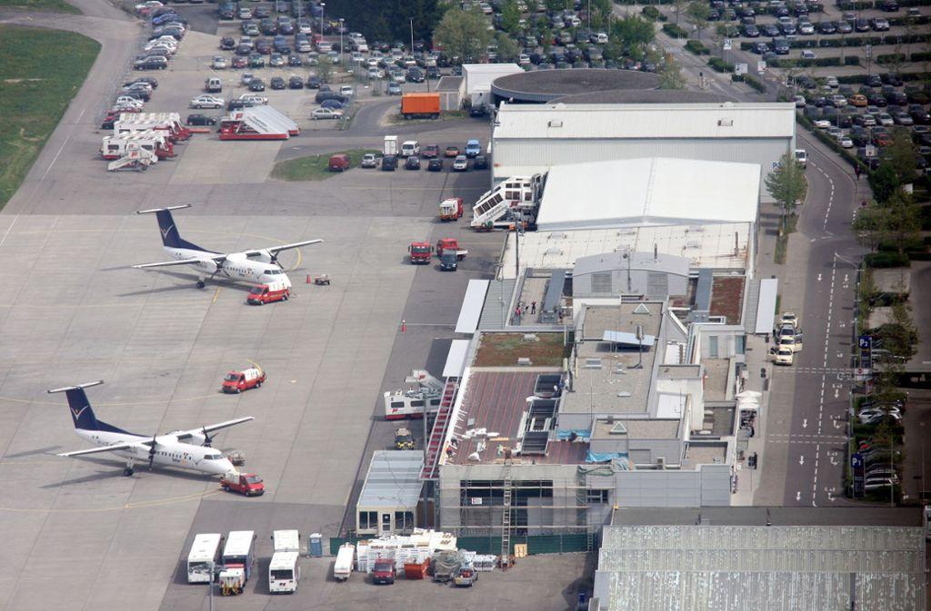 Der Flughafen in Friedrichshafen hatte im vergangenen Jahr deutlich weniger Fluggäste als noch 2018. (Archivbild) Foto: picture-alliance/ dpa/Patrick Seeger