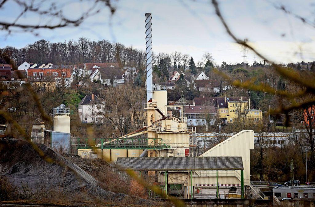 Das Asphaltmischwerk am Standort Bietigheim-Bissingen. Die Betreiber wollen es nicht aufgeben, doch Anwohnern ist es ein Dorn im Auge. Foto: factum/Simon Granville