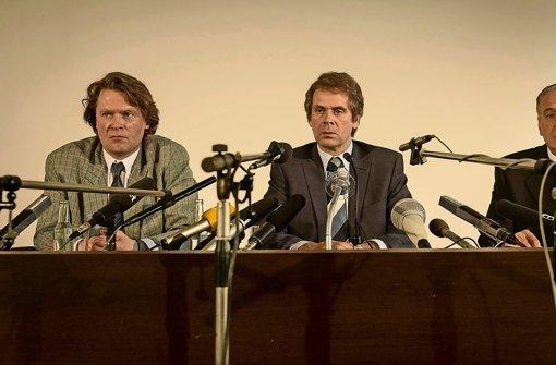 Auf einer Pressekonferenz gibt Uwe Barschel (Matthias Matschke) sein berühmtes Ehrenwort. Foto:ARD Degeto/Programmplanung und P Foto: