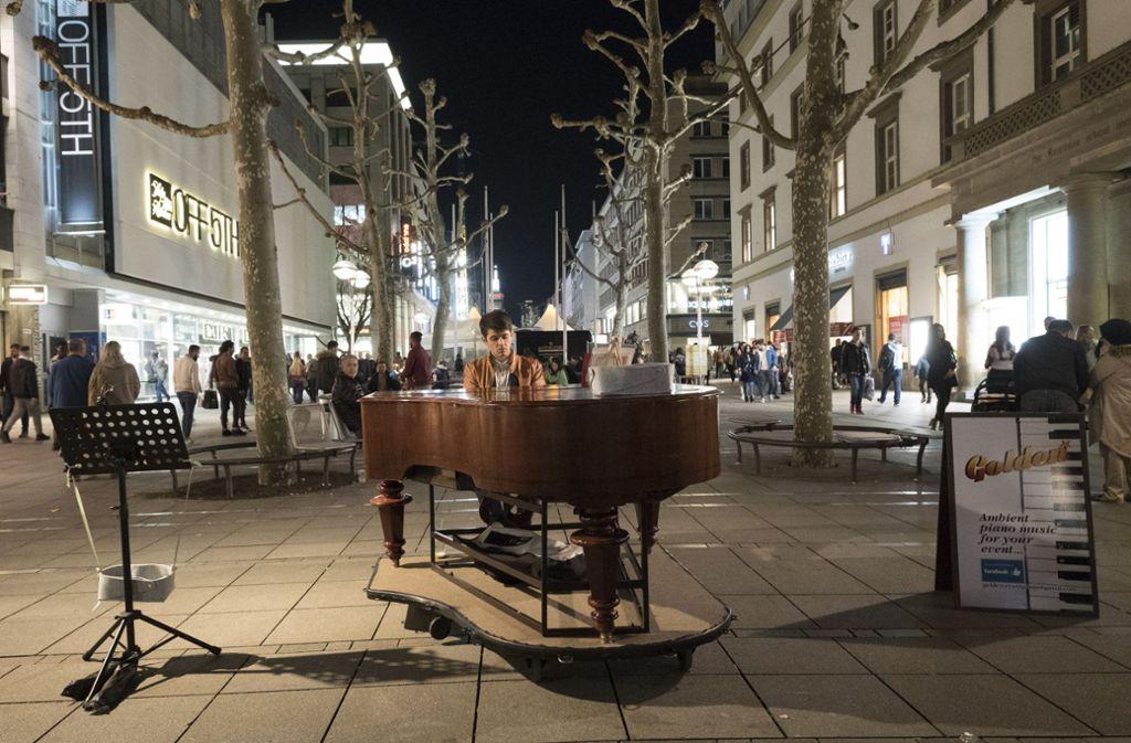 Die Lange Einkaufsnacht hat viele Besucher in die City gelockt. Foto: Lichtgut/Michael Latz