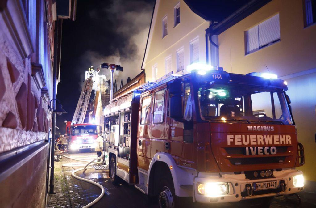 Der Brand brach am Abend in einem Fachwerkhaus aus. Foto: 7aktuell.de/Simon Adomat