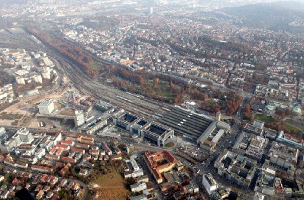 Der Streit über Abbruch oder Fortführung des Bahnprojekts Stuttgart 21 ist auch im Land und in der Stadt wieder voll entbrannt. Foto: dpa