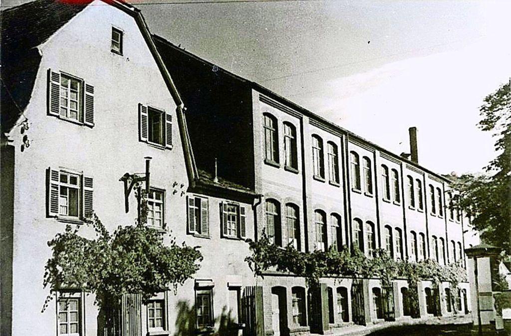 Bis vor 42 Jahren wurden im historischen Gebäude in der Steinstraße Schuhe produziert. Foto: Stadtarchiv Leonberg