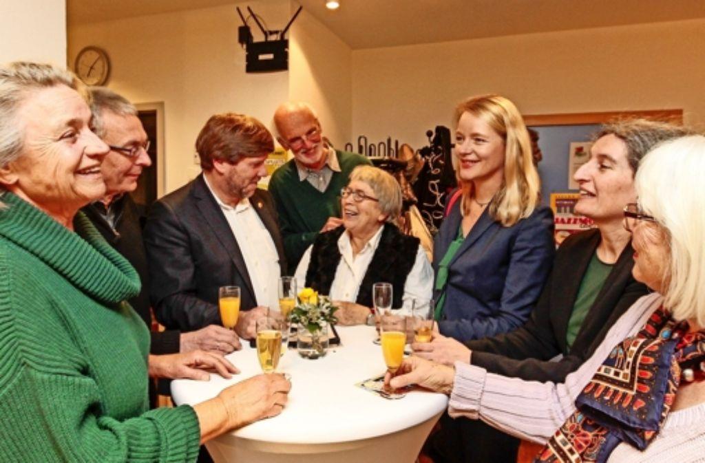 Gruppenbild mit Grünen  beim angeregten Gespräch in Korntal: Markus Rösler (Dritter von links), Wolf Ohl, Fraktionsvorsitzender im Gemeinderat Foto: factum/Granville