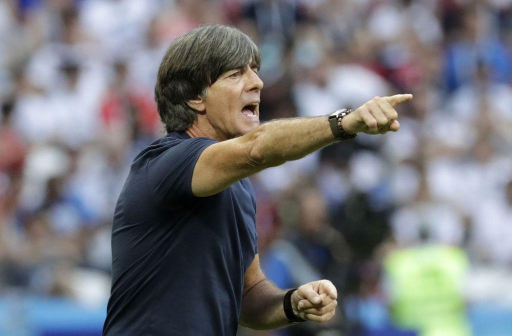 Komme, was wolle: Joachim Löw bleibt Bundestrainer. Foto: AP