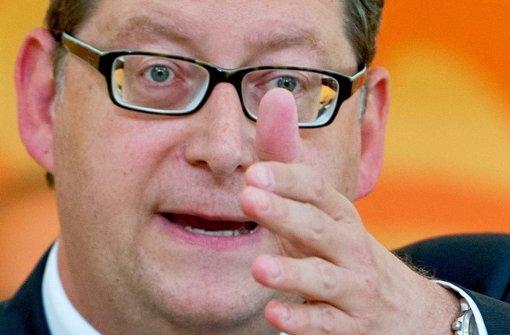 """In der BND-Affäre verschärft die SPD den Ton gegenüber der Kanzlerin: """"Hier geht es um das Vertrauen in unseren Rechtsstaat"""", sagt Schäfer-Gümbel Foto: dpa"""