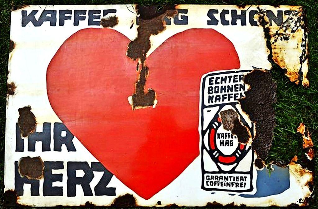 Wer entkoffeinierten Kaffee meint, sagt oft einfach Kaffee HAG. Im Bild ein altes Emaille-Werbeschild des Unternehmens Foto: StN