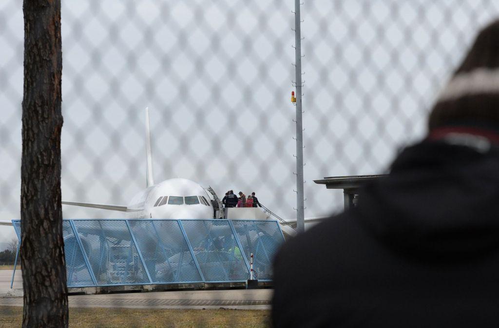 Vom Flughafen Baden-Baden/Karlsruhe sind die Frauen bei einer landesweiten Sammelabschiebung  nach Serbien ausgeflogen worden. Foto: dpa/Patrick Seeger