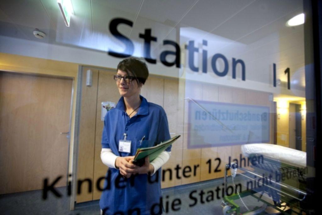 Die Casemanagerin Alexandra Bennett wacht darüber, Die Casemanagerin  Alexandra Bennett wacht darüber, dass die Krebspatienten nicht unnötig lange im städtischen Klinikum sind.  Foto: Michael Steinert Foto: