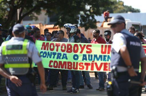 Streikende Fernfahrer legen Brasilien lahm