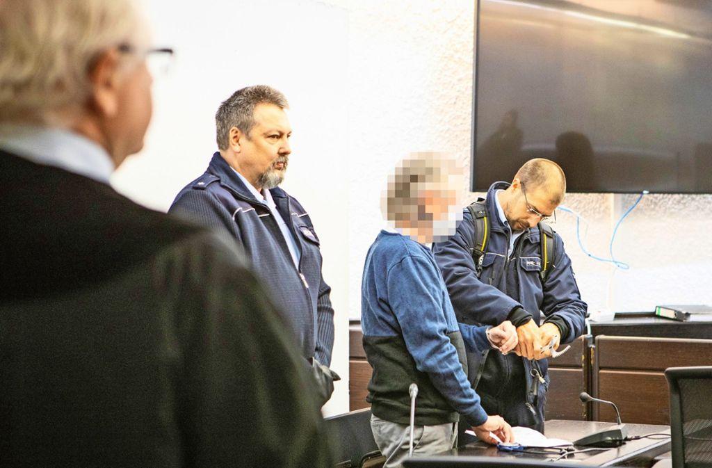 Der Hauptangeklagte  (Zweiter von rechts) soll die Verschleppung seiner Ex-Freundin von langer Hand geplant haben. Foto: Alexander Becher