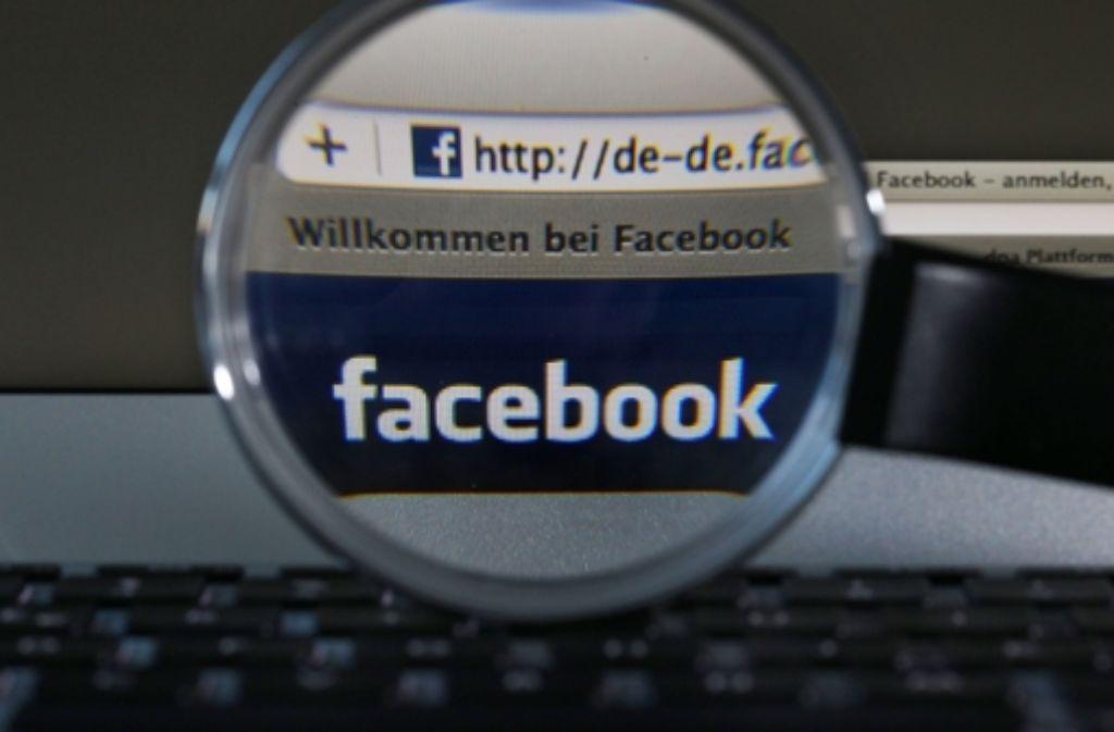 Das Kultusministerium im Südwesten schränkt mit Hinweis auf den Datenschutz den Einsatz sozialer Netzwerke an Schulen stark ein. Lehrer sollen soziale Netzwerke nicht mehr für die Kommunikation mit Schülern sowie untereinander nutzen. Foto: dpa
