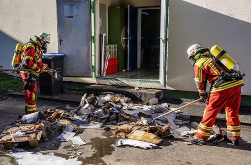 Automatische Sprinkleranlage löscht Brand in Firma