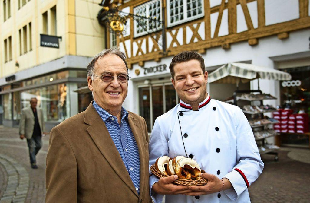 Horst Zwicker hat die Geschicke der Göppinger Traditionsbäckerei am Spitalplatz in die Hände seines Sohnes Maximilian gelegt. Foto: Ines Rudel