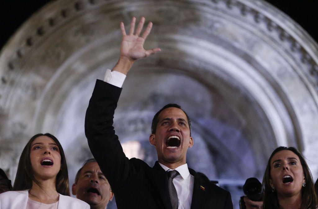 Caracas-Venezuelas selbst ernannter Interimspräsident Juan Guaidó ist wieder im Land. Foto: AP